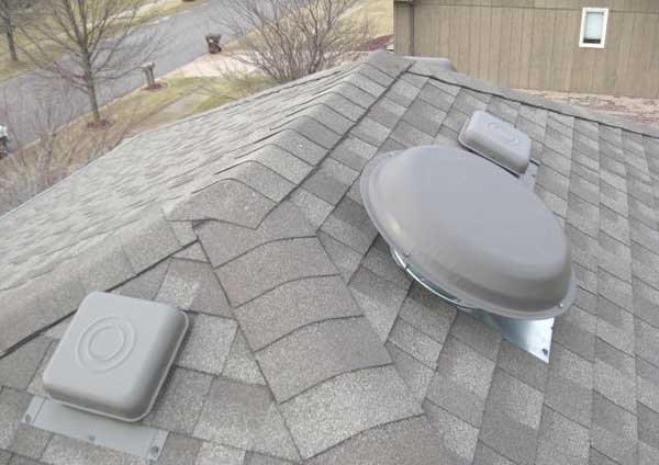 Hip roof ventilation