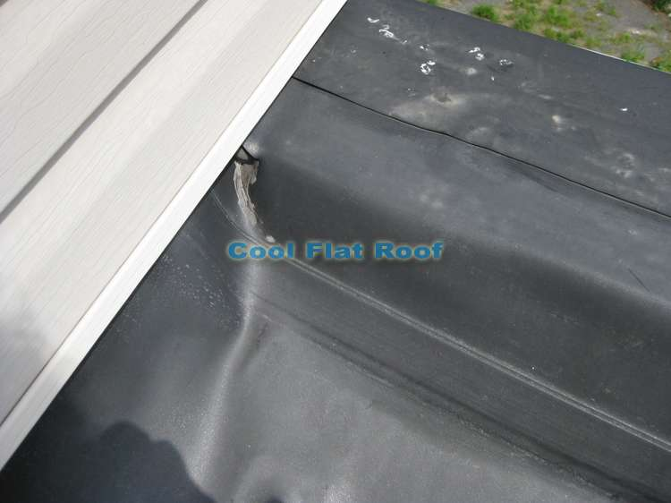 Rubber roof inside corner caulked with rubber lap sealant instead of corner flashing