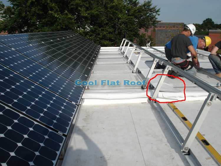 Solar Flat Roof home - T-joint between 3 house sections